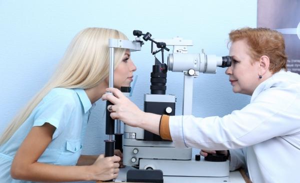 Обследование зрения в офтальмологической клинике «ОкоЛюкс»